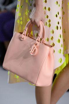 5e7596375 cartera Dior Best Handbags, Purses And Handbags, Dior Handbags, Beautiful  Bags, Beautiful