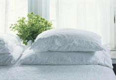 Types of bed pillows - includes standard measurements of various pillow sizes