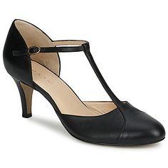 Už se neobejdeme bez lodiček Bloutou navržených značkou Jonak! Charakter  této boty je potvrzen jejím 389b5b5a7d