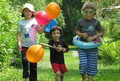 Die drei lustigen Vier auf dem Weg zur Gartenparty - mit den guten Shirts die auch nach vielen Waschgängen noch top aussehen. Shirts, Tops, Garden Parties, Products, Funny, Dress Shirts, Shirt