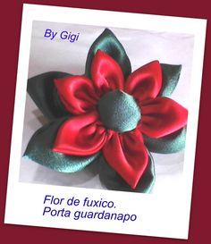 flor de fuxico.....porta guardanapo