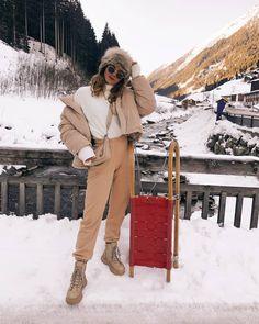 Winter Fits, Winter Looks, Winter Wear, Ski Fashion, Winter Fashion Outfits, Apres Ski Outfits, Mountain Fashion, Snow Outfit, Winter Travel Outfit