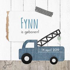 Hip geboortekaartje hipDesign met takelwagen en hout. Stoer en lief voor een jongetje!