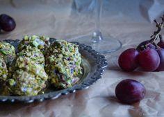 Pistaasilla ja vuohenjuustolla kuorrutetut viinirypäleet