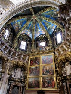 Cathedral de Valencia is gebouwd tussen 1262 en 1356 en is toegewijd aan de Heilige Maagd Maria. Het gebouw is een ongewone mix van romaanse, gotische en barok-stijlen en herbergt vele kunstschatten!