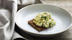Æggesalat på sprødt brød