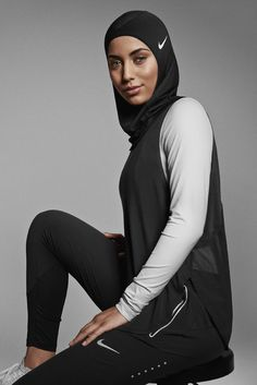 The sports-specific head covering, a response to the growing number of female Muslim athletes, will hit the market in spring Nike Pro Hijab Athletic Shayla Scarf Modest Hijabi Fitness Muslim Woman Hijab Athletic Sports Fashion Fitspo Muslim Fashion, Modest Fashion, Hijab Fashion, Modest Wear, Modest Dresses, Mode Outfits, Sport Outfits, Nike Hijab, Sports Hijab