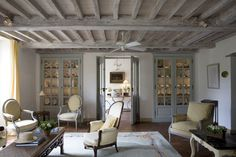 Google Image Result for http://eclecticrevisited.files.wordpress.com/2011/10/living-room-decorating-ideas-rustic-chic-beamed-ceiling-french-gray.png%3Fw%3D791