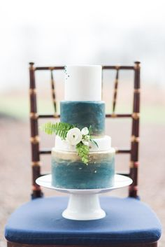 Navy blue and gold wedding cake | Red October Photography