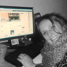 di Giulia Foconi La bottega studio d'arte di Mario Stellabotte è un laboratorio che si occupa di lavorazione del legno e di restauro dal 1966. Si tratta di una bottega storica e poliedrica, dove Mario, da oltre 50 anni, realizza artigianalmente cornici e specchiere, restaura mobili ed esprime la propria vena artistica in dipinti unici.Read More