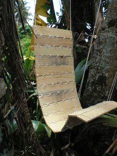 Komfortable Gartenmöbel in Form einer Sitzschaukel aus Paletten-Brettern