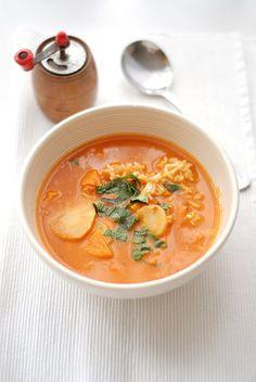Trufla: Pikantna pomidorowa z bazylią. I kardamonowy ryż.