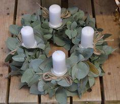 Adventní věnec z eucalyptu Christmas Wreaths, Xmas, Pillar Candles, Advent, Christmas, Navidad, Noel, Natal, Candles