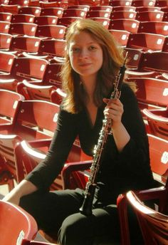 """CMUSE Artist of the week: Alison Lowell, OBOE – USA  A tireless advocate of new music, Alison has premiered new works with ensembles around the world and is in constant pursuit of ways to expand the repertoire for her instrument. As a recipient of the """"Investing in Artists Grant"""" from the Center for Cultural Innovation, she created the """"Loboe Project"""" as a way to promote new works and transcriptions for the extended-range oboe…"""