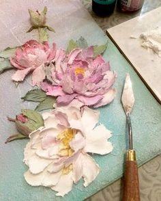 Вот так расцветают мои каменные цветочки Всем доброго утра!☕️#объемнаяживопись #скульптурнаяживопись #барельеф #картина #декоративнаяштукатурка #ручнаяработа #handmade #панно #handmade #decorativeplaster #painting #объемнаякартина #обьемныйдекор #объемныйдекор #лепнина #craft #handcraft #sculpturepainting #decor Modeling Paste, Plaster Of Paris, Clay Flowers, Silk Flowers, Clay Art, Sculpture Painting, 3d Painting, Texture Painting, Texture Art