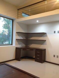 Corner desk with book shelves. – Home Office Design Corner Space Saving Furniture, Home Furniture, Furniture Design, Bedroom Workspace, Bedroom Decor, Corner Workstation, Corner Desk, Study Table Designs, Wardrobe Design Bedroom