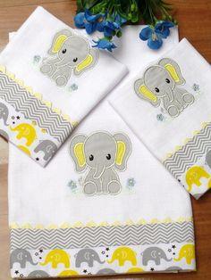 Compre Kit Fralda+ Paninhos de Boca no Elo7 por R$ 89,90 | Encontre mais produtos de Enxoval do Bebê e Bebê parcelando em até 12 vezes | Kit Fralda+ Paninhos de Boca    03 Peças    Maravilhoso kit indispensável para o enxoval de seu bebê.  O kit é bordado á maquina possui detalhes em teci..., B92F44 Baby Applique, Baby Embroidery, Embroidery Designs, Baby Crib Sets, Baby Sheets, Baby Bedding Sets, Quilt Baby, Baby Sewing Projects, Quilting Projects