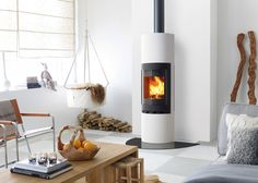 Jøtul FS 92 is a timeless fireplace in a slim and round shape designed by Eker Design. Scandinavian Interior Design, Scandinavian Home, Modern Interior, White Fireplace, Fireplace Design, Wood Pellet Stoves, Log Burning Stoves, Wood Burning, Log Burner