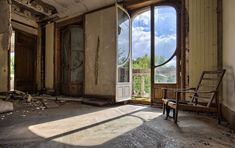 Built in this superb building was originally a house with about twenty windows and a carriage entrance. Abandoned since the end of the by its last owner. Old Buildings, Abandoned Buildings, Abandoned Places, Abandoned Hospital, Waverly Place, Home Look, Logs, Victorian, Patio