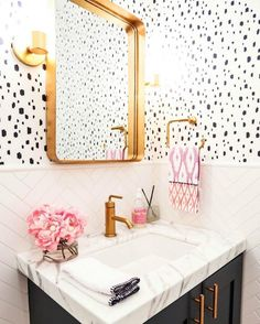 11 Bold and Beautiful Kate Spade New York-Inspired Bathroom Ideas via Brit Co
