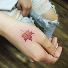 Platanus leaf tattoo on the right hand. Tattoo artist: Doy
