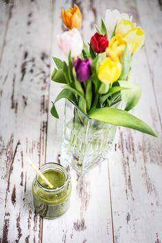 Einfaches Rezept für grünen Smoothie. Dieser grüne Smoothie ist hausgemacht, aus wenigen Zutaten. Detox Smoothie. Gesunder Smoothie. Rezept grüner Smoothie.
