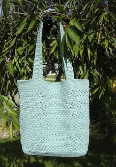Sweet Pea Tote Bag Pattern--ok, so it's technically not knitting, I like this crocheted bag, and putting it on my knitting board!