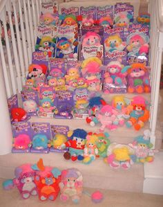 nostalgic.  i keep reading blogs about childhood toys and dolls and besides my cabbage patch kids, Popples were my FAV!!!  i wish i still had them!!