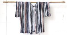 DIY la blouse Kimono «West» - Les Tissus du chien Vert Blouse Kimono, Gilet Kimono, Style Kimono, Blouse Ample, Pop Couture, Japanese Patterns, Sewing Projects, Boho, Outfit