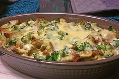 Gyrosauflauf mit Sauce Hollandaise Gyros casserole with hollandaise sauce, a very nice recipe from the Pasta & Noodle category. Noodle Recipes, Pizza Recipes, Grilling Recipes, Sauce Recipes, Casserole Recipes, Good Food, Yummy Food, Hollandaise Sauce, Gourmet
