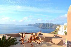 El pequeño pueblo de Oia, en la isla griega de Santorini, es uno de los sitios más espectaculares y románticos en los que he estado nunca.