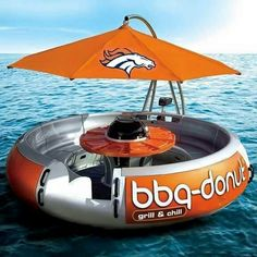 A BBQ by the lake is always fun, but what about one out on the lake? The BBQ Donut Boat lets you take 10 people on an incredible outing. The BBQ Donut is a round floating picnic table, BBQ grill, and parasol that you can Objet Wtf, Barbecue, Lake Toys, Grill N Chill, Boat Grill, Boat Bbq, Pool Floats, Lake Floats, Parasol