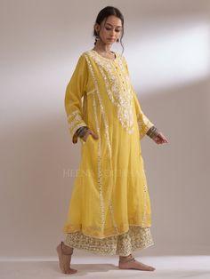 1DE1F496-D576-4A8B-9615-ED7EDD54C66F Boutique Maxi Dresses, Embroidery Suits Design, Pakistani Bridal Wear, Kurta Designs Women, Embroidered Clothes, Indian Designer Wear, Indian Dresses, Indian Wear, Clothes For Women