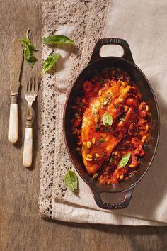 Πέρκα με ντοματίνια και μαύρες ελιές How To Cook Fish, Slow Food, Fish And Seafood, Fish Recipes, Allrecipes, Curry, Food Porn, Cooking Fish, Yummy Food