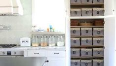 how to build pantry shelves - easy step by step tutorial Pantry Closet Organization, Medicine Cabinet Organization, Pantry Shelving, Wire Shelving, Organization Hacks, Shelves, Pantry Doors, Kitchen Pantry Design, Kitchen Ideas