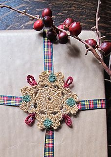 Christmas Present Decoration for presents or for the Christmas tree. The motif measures 9.5cm x 9.5cm and is made using three colors of Rowan Felted Tweed.
