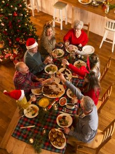 Host a family gathering - 25 Christmas Eve Traditions to Start with Your Kids this Year - Photos Country Christmas, Christmas Carol, Family Christmas, Christmas Tree, Christmas Eve Traditions, Traditions To Start, Holiday Fun, Holiday Decor, Diy Shops