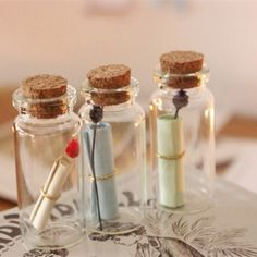 40 pcs/Lot Mini Glass bottles with corks Wishing bottle wedding supplies Vintage Vial Love Message bottle Glassware gift (Mainland)) Crafts With Glass Jars, Glass Bottles With Corks, Small Bottles, Bottle Jewelry, Bottle Charms, Bottle Necklace, Presents For Best Friends, Diy Gifts For Friends, Wedding Bottles