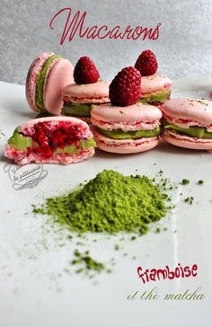 Macarons framboise et thé matcha www. Macarons, Cookie Desserts, Cookie Recipes, Dessert Recipes, Cupcake Recipes, French Macaroons, Raspberry Macaroons, Raspberry Recipes, Macaron Recipe