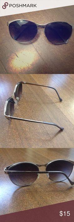 Jessica Simpson Sunglasses Silver and gray Jessica Simpson sunglasses.  Worn once. Jessica Simpson Accessories Sunglasses