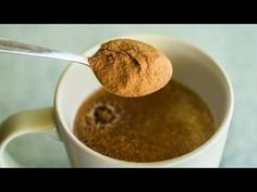 Turn your favorite morning brew into a powerful fat burner by just adding a few common ingredients such as coconut oil, cinnamon and honey. Cinnamon Powder Benefits, Cinnamon Health Benefits, Coffee Health Benefits, Real Cinnamon, Cinnamon Coffee, Advantages Of Coconut Oil, Reduce Blood Sugar, Side Dishes, Weights