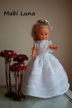 Patrón y tutorial de vestido de comunión para muñecas.