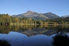 Am Schwarzsee bei Kitzbühel ist man von unserem Ferienhaus aus in knapp 15 Minuten mit dem Auto. Dort kann man Walken, schwimmen oder einfach nur um den See spazieren