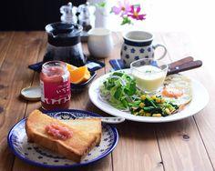 : 〈 Breakfast 〉 : トーストにサンクゼールのいちごバタージャムで朝ご飯。 ようやくホットコーヒーが美味しい気候。豆買ってこよー☕ :