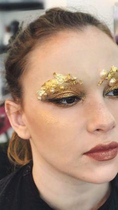 Dramatic eye makeup glitter gold, bright eyeshadow #eyemakeup