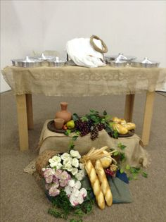 Novembro 2017 Church Altar Decorations, Wedding Decorations, Table Decorations, Communion Centerpieces, Holy Thursday, Prayer Corner, Church Stage Design, First Communion, Table Settings