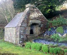 Backyard stone work outdoors, improving garden projects using rocks. Wood Oven, Wood Fired Oven, Outdoor Projects, Garden Projects, Bread Oven, Bread Baking, Foyers, Barbecue Design, Monuments