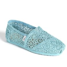 Crotchet TOMS in aqua! I need these!!!
