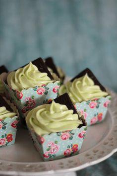 KakkuKatri: After Eight cupcakes