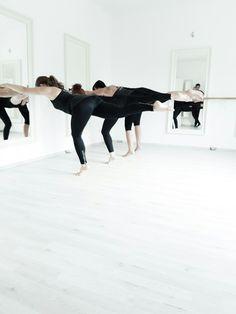 PilatesZeit Ballet body!  Barreworkout, Ballettfitness, Ballettworkout, Barrestudio, weightloss, shaping, training, personal training, cindy Vandevyver.   #pilateszeit #ballet #barre #barrestudio #barreworkoutstudiodüsseldorf #barreworkout #barreworkoutdüsseldorf #barreworkoutgermany #ballettfitness #personaltrainer #love to #dance #heels #spirit #düsseldorf #pilatesstudiodüsseldorf #pilates #contrology #lornajane #sport #fashion #fit #strong #shaping #weightloss #fitness